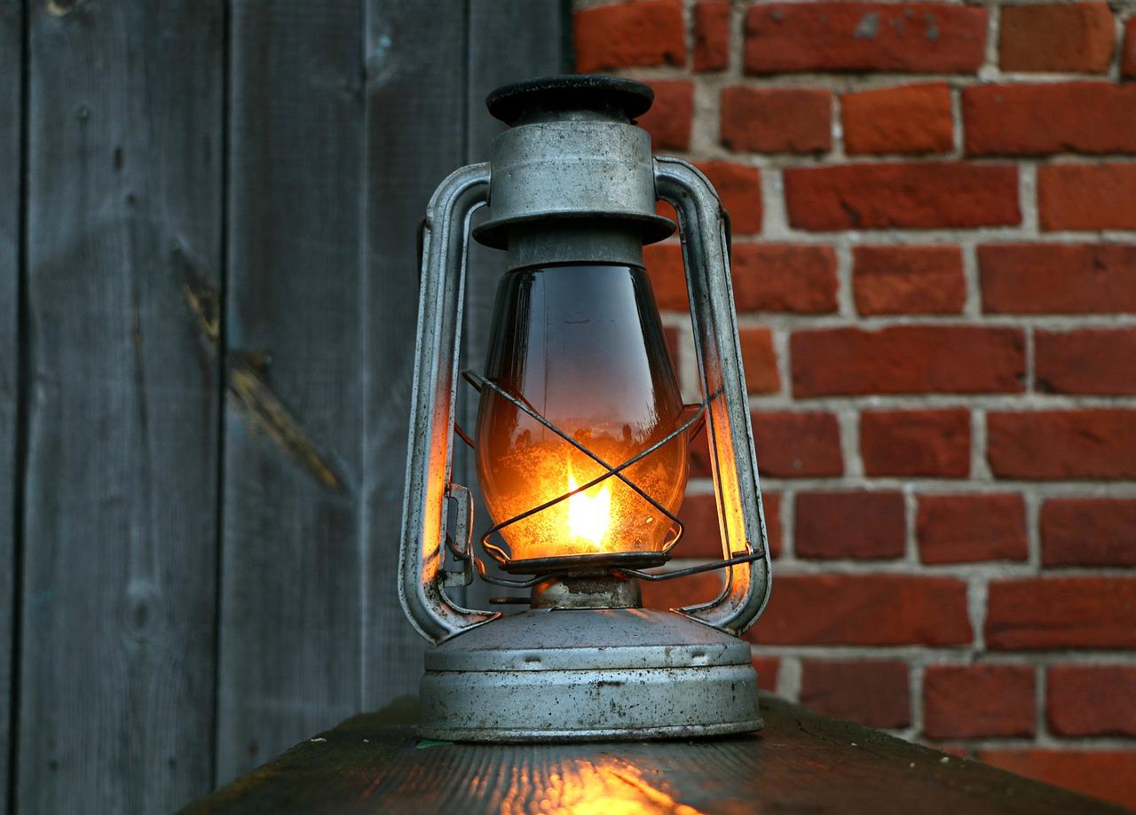 【緊急事態発生!】灯油をこぼしたらどうしたらいい?【処理方法と危険性について】