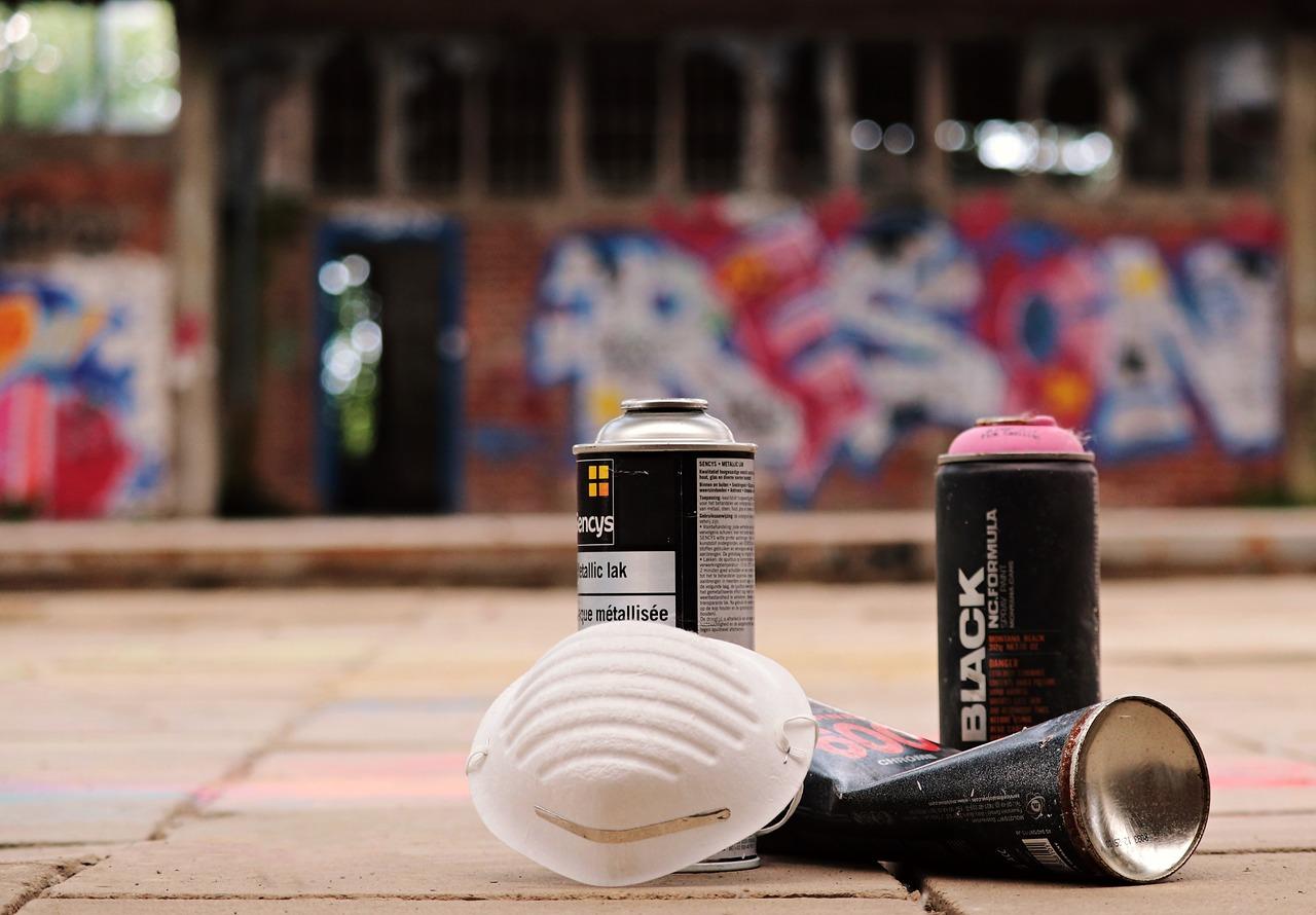 スプレー缶を安全に処分する方法とは【方法と注意点を解説】